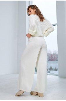 Кардиган с брюками молочного цвета