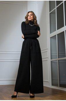 Теплый вязаный костюм с гольфиком черого цвета