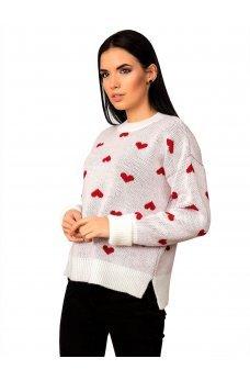 Белый вязаный свитер в сердечки
