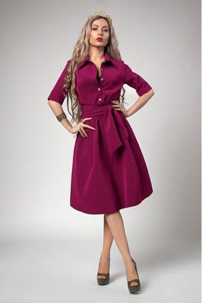 Пышное платье рубинового цвета с поясом