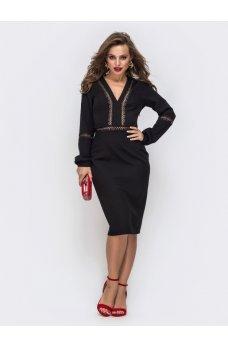 Черное платье из костюмной ткани с V-образным вырезом горловины