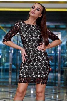 Кружевное платье черного цвета