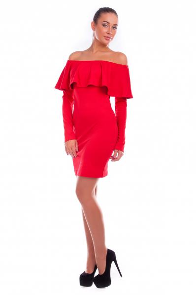 Красное платье с воланом на плечах