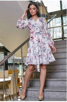 Молодежное платье в светлом цветочном оттенке