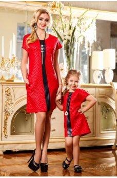 Платье насыщенного красного цвета