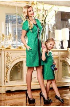 Платье насыщенного зеленого цвета