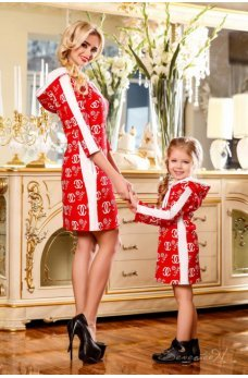 Легкое спортивное красное платье