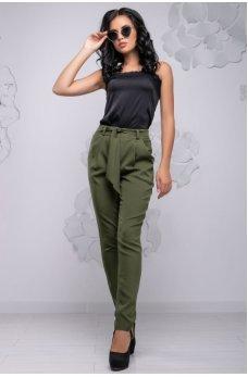 Стильные зауженные брюки цвета хаки
