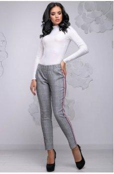 Зауженные брюки с бело-красными лампасами