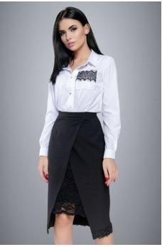 Белая блуза с кружевом на карманчике