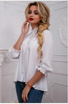 Белая нежная блуза с ажурной вставкой