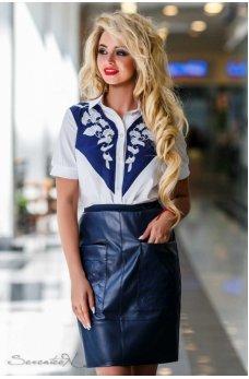 Темно-синяя юбка с эко-кожи с накладными карманами