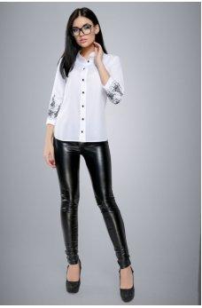 Белая блуза большого размера с вышивкой на рукавах