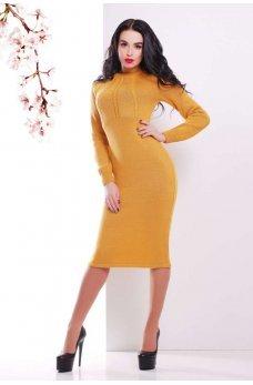 Горчичное вязаное платье горчичного силуэта