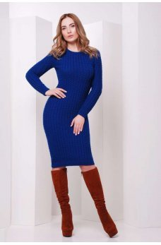 Ярко-синее вязаное платье с узором косички