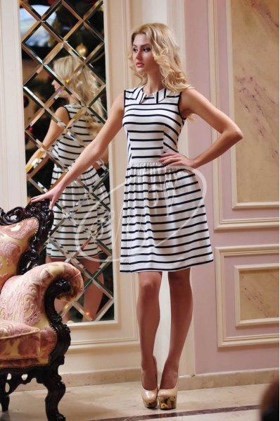 Полосатое платье с воротничком