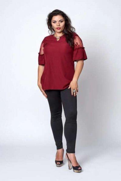 Бордовая блуза батал с вставками из кружева