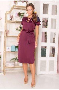 Атласное платье бордового цвета с пояском