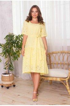Желтое легкое платье миди с поясом