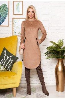 Бежевое утонченное замшевое платье-рубашка