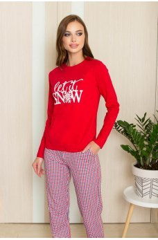 Красная лаконичная футболка с термонаклейкой