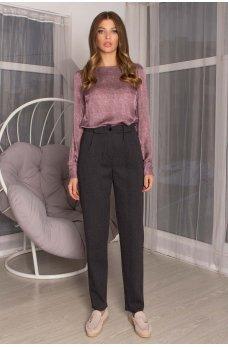 Темно-серые модные брюки с принтом елочка