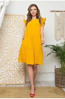 Горчичное яркое платье с ярусным дизайном