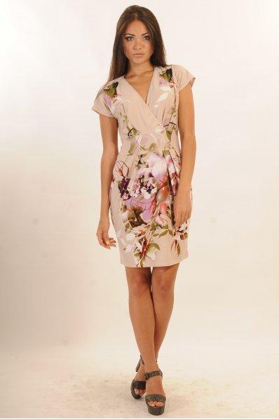 Бежевое платье с цветочным рисунком