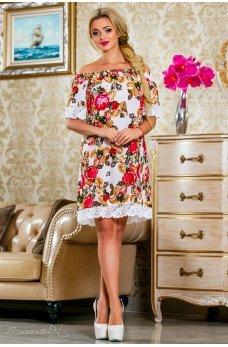 Белое летнее платье с цветочным принтом и открытыми плечиками