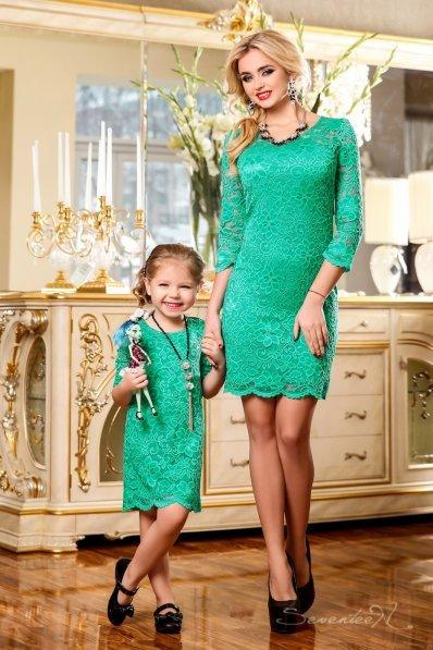 Нарядное бирюзовое платье из гипюра