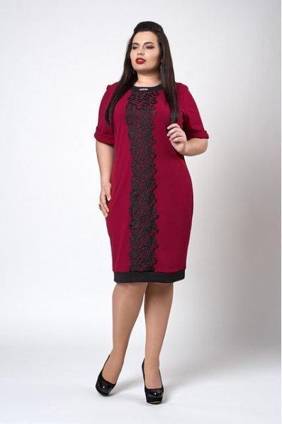 Бордовое платье со вставочкой из кружева