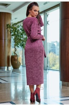 Изящное платье футляр марсалового цвета