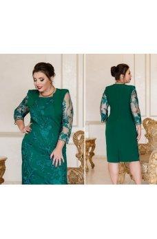 Приталенное платье батал изумрудного цвета