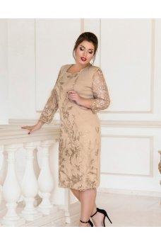Приталенное платье батал пудрового цвета