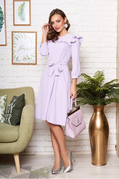 Романтичное платье миди с рюшей светло-сиреневое