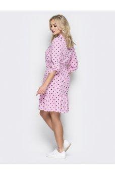 Яркое розовое платье в горох
