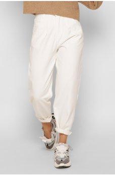 Оригинальные джинсы-слоучи молочного цвета