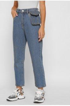 Синие джинсы-мом со съемной сумкой