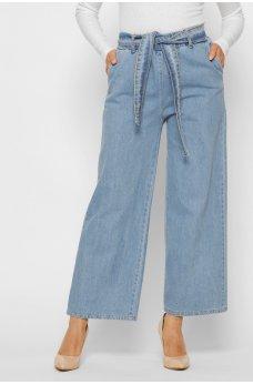 Голубые модные джинсы клеш с поясом