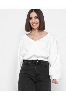 Белый модный свитшот с красивым вырезом