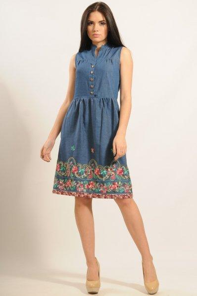 Романтичное джинсовое платье с вышивкой