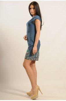Стильное джинсовое платье с вышивкой по низу