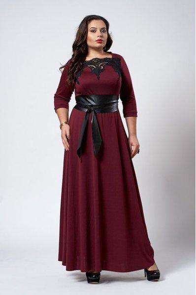 Романтичное бордовое платье в пол