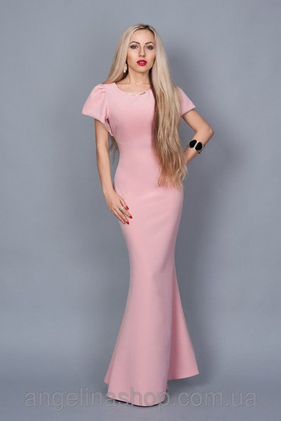 Длинное розовое платье со шлейфом