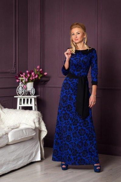 Длинное синее платье c принтом