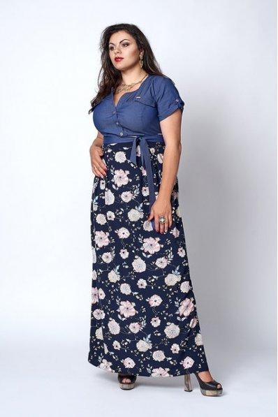 Длинный джинсовый сарафан в крупный цветок