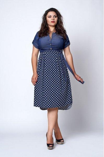 Джинсовое платье в горошек