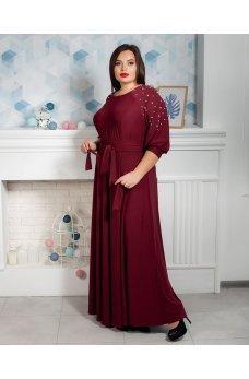 Длинное вечернее платье бордового цвета с бусинками на рукавах