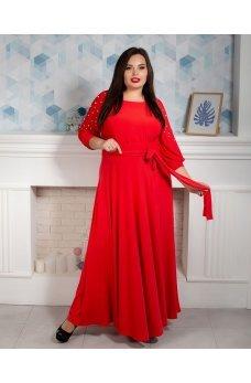 Длинное вечернее платье красного цвета с бусинками на рукавах