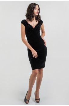Коктейльное платье из бархата с фигурным декольте